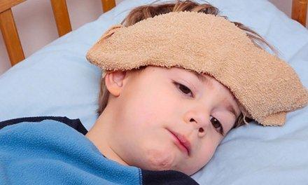 Nên dùng nhiệt kế đo tai hay đo trán cho trẻ?