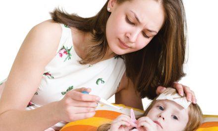 Trẻ bị sốt cao nên làm gì?