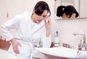 Đau bụng dưới kèm sốt cao là dấu hiệu mắc bệnh Chlamydia ở nữ giới