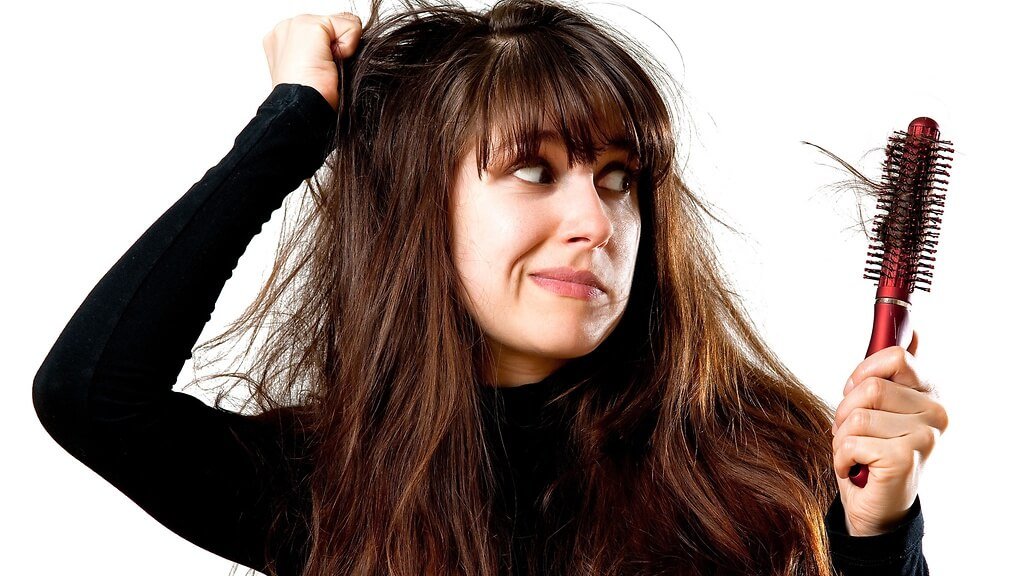 Tóc rụng nhiều có phải bị ung thư hay không?